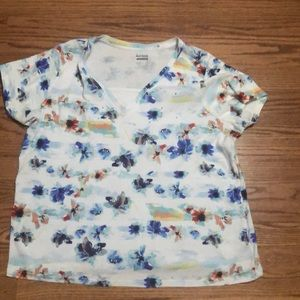 Woman's short sleeve top